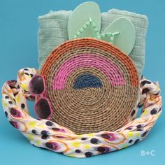 Watch this summer style accessory video DIY tutorial to learn how to make your own beach bag.