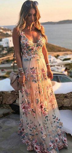 81 najlepších obrázkov z nástenky Farebné svadobné šaty  Wedding ... f27549e070b