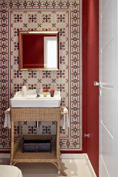 Resultado de imagem para decoração de lavabos pequenos com azulejos hidraulicos
