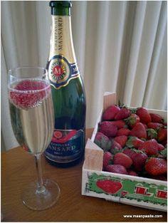 time to party! In Tallinn with girls... Tallinnassa virkistäytymässä, skumppaa ja mansikoita, bubbly and strawberries, yummy