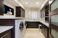 wäscheraum einrichten farbe dunkel holz trockner waschmaschine