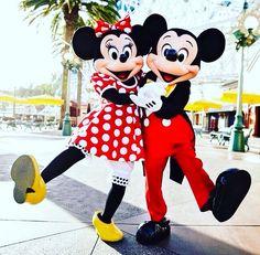 It's a happy Monday! How's everyone doing today? ♥️ #orlando #disney #disneyworld
