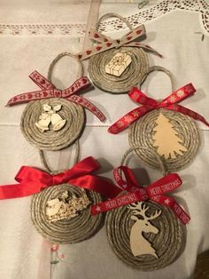 christmas tree ideas with burlap 50 tolle DIY Easy Christmas Ornaments Design-Ideen- Easy Christmas Ornaments, Unique Christmas Trees, Christmas Design, Rustic Christmas, Christmas Projects, Simple Christmas, Handmade Christmas, Christmas Wreaths, Christmas Decorations