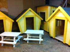 3 yellow Hollys and a Lilla Butiken http://lekfab.se/Holly.html