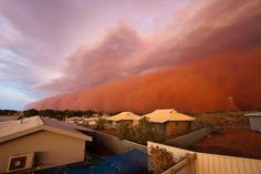 Red Wave dust storm hit the coast of Western Australia Wednesday evening. No extreme damage has been reported. Dust Storm, Wind And Rain, Before Sunset, Great Hotel, Dark Skies, Tsunami, Thunderstorms, Natural Disasters, Western Australia
