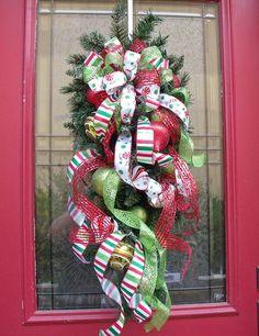 Top Christmas Home Decor Tips selected just for you Christmas Swags, Christmas Door, Holiday Wreaths, Winter Christmas, All Things Christmas, Holiday Crafts, Holiday Fun, Christmas Holidays, Spring Wreaths