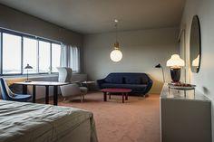 フリッツ・ハンセン社とは、ヤコブセンデザインのチェア「DropTM」の復刻を記念し、同ホテルの506号室のトータルデザインを人気デザイナーのハイメ・アジョンに依頼しました。