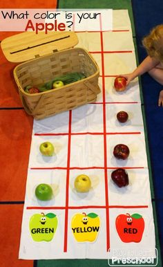 Apple Graphing during Circle Time Play to Learn Preschool Preschool Lessons, Preschool Math, In Kindergarten, Circle Time Activities Preschool, Preschool Graphs, Apple Activities Kindergarten, Preschool Projects, Daycare Crafts, Preschool Printables