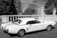 Concept Mustang II Étude montrée par Ford en 1963 pour préparer le public à la venue de la Mustang.