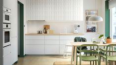 IKEA kjøkken med hvite VOXTORP fronter.