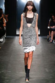 Vera Wang Spring 2016 Ready-to-Wear Fashion Show - Molly Bair