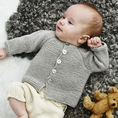 Lene Holme Samsøe - She Makes The Best P - hadido Baby Boy Knitting Patterns, Knitting For Kids, Baby Patterns, Cute Sweaters, Baby Sweaters, Brei Baby, Knitted Baby Cardigan, Crochet Baby Clothes, Baby Kind
