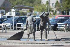 """#StPeterOrding Ein Denkmal für die """"Lütten Lüüd"""", die armen Leute von früher, sollte es werden. Bis zum Zweiten Weltkrieg galt die Region am westlichen RandeEiderstedts als Armenhaus, wo sich die Menschen mühsam..."""