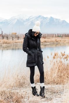 Casual Winter Outfit With Boots For Women. I decided to share with you my favorite casual winter outfit ideas for ladies who want to seem cool and feel warmth during frosty days. Winter Outfits For Teen Girls, Winter Boots Outfits, Winter Outfits Women, Casual Winter Outfits, Winter Fashion Outfits, Winter Dresses, Autumn Winter Fashion, Winter Clothes, Snow Boots Outfit