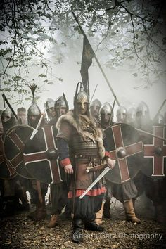 Fearsome group of eastern style vikings Viking Warrior, Viking Life, Viking Art, Armadura Medieval, Les Runes, Templer, Norse Vikings, Norse Mythology, Knights Templar