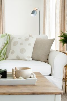 Styling tip:  Add contrast and texture with pillows and give your living room a fresh update with Artha Collections Maki design 100% linen throw pillows. Linen Pillows, Decorative Pillows, Throw Pillows, Best Pillow, Neutral Colour Palette, Natural Texture, Own Home, Love Seat, Contrast