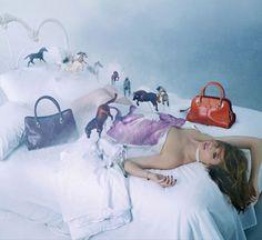 """La série de photo """"Touche Pop"""" de David LaChapelle pour Tod's http://www.vogue.fr/mode/news-mode/diaporama/tod-s-par-david-lachapelle/14952#!2"""