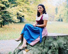 https://flic.kr/p/E5HizT | Maria_MamiyaRZ67_110mmSekor_Kodak_Portra | - Portrait session with a Brazilian Girl in traditional Bavarian Cloths from Germany -  #MamiyaRZ67 #6x7 #67 #120 #mediumformat #mittelformat #KodakPortra400 #ilovefilm #filmisnotdead #35to220 #C-41 #girl #woman #Brazil #Tracht #Dirndl #bavaria #BavarianCloths #TraditionalBavarianCloths #HighHeel #BrazilianGirl #Regensburg #Portrait