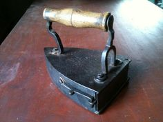 Irons Antiques - Vintage Antique Colectibles