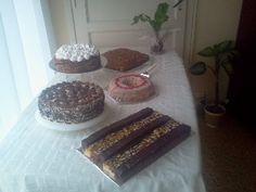 Mesa de dulces de mi cumple. Budín de cerezas, individuales de chocolate, granizada, rogel, crocana