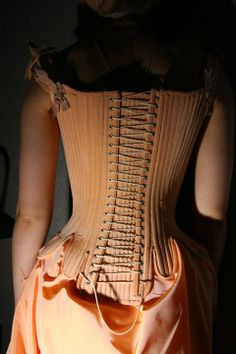Fantasy on 18th century. Oh my god I want to wear this, so gorgeous.