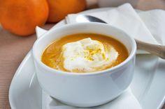 Ein ausgefallenes #Rezept für eine herrlich leichte #Suppe aus frischen #Karotten, #Orangen und griechischem #Joghurt.
