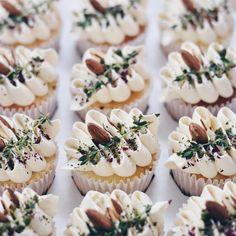 Just Desserts, Delicious Desserts, Yummy Food, Fancy Desserts, Cupcake Recipes, Dessert Recipes, Rustic Cupcakes, Decorated Cupcakes, Decoration Patisserie
