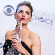 EVENTS: Stana Katic at the 2015 People's Choice Awards