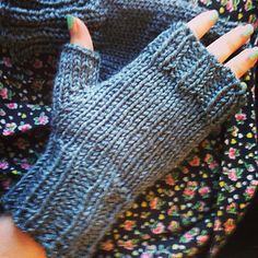 Free basic fingerless gloves pattern love them so cute