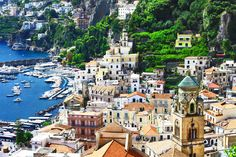 Las 10 mejores rutas de Italia para hacer en coche   Skyscanner Positano, Rome Pantheon, Superior Walls, Amalfi Coast Italy, Italy Art, Home Decor Pictures, Home Decor Wall Art, House Colors, San Francisco Skyline