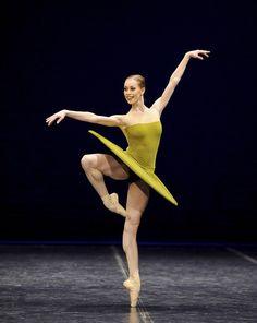 Anna Osadcenko in William Forsythe's The Vertiginous Thrill of Exactitude.     Photo: Stuttgart Ballett