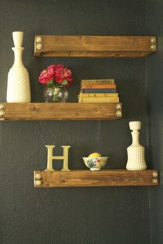 Unique Tricks: Floating Shelf Decor Bathroom floating shelves next to tv fire places.Rustic Floating Shelves Stools floating shelf over tv storage.Floating Shelves Above Couch Window. Industrial Floating Shelves, Floating Shelves Bedroom, Floating Shelves Kitchen, Rustic Industrial Decor, Rustic Floating Shelves, Diy Rustic Decor, Diy Home Decor, Glass Shelves, Industrial Shelving