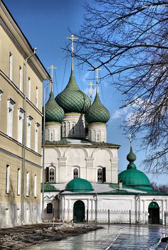 Yaroslavl is the oldest city along Volga river. Its the largest city of Russia. Study all about Yaroslavl here. Russian Architecture, Beautiful Architecture, Beautiful Buildings, Beautiful Places, Rostow Am Don, Places Around The World, Around The Worlds, Places To Travel, Places To Visit