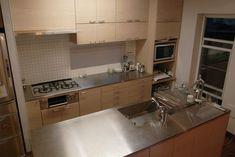 タモとステンレスのI型キッチンとアイランドカウンター Japanese House, Residential Architecture, Kitchen Cabinets, Vanity, Bathroom, Home Decor, Dressing Tables, Washroom, Powder Room