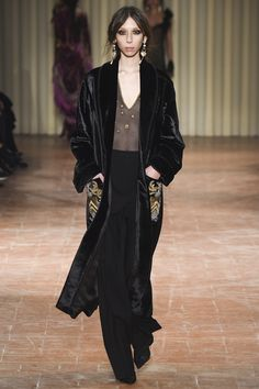 Alberta Ferretti Fall 2017 Ready-to-Wear Fashion Show Collection