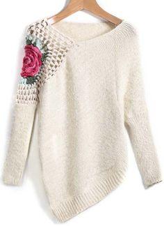 Amei este sweater! A assimetria ficou linda e o toque da flor no ombro encantador! Uma cor básica e clássica que vai vestir super bem com jeans, calça social ou uma linda saia lápis! Um belo par de brincos arremata o visual!
