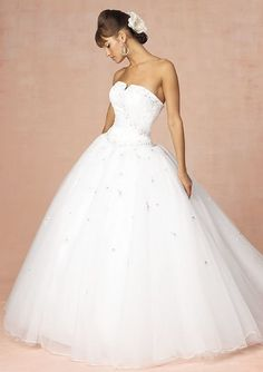 Princess Style Wedding Dress Ball Gown.