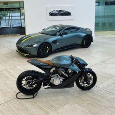 The Prestige of Italian Sports Cars Best Motorbike, Motorbike Design, Futuristic Motorcycle, Futuristic Cars, Moto Bike, Motorcycle Bike, Women Motorcycle, Aston Martin, Cruisers