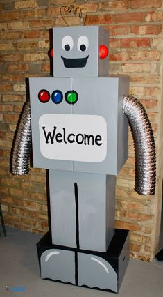 Cardboard Robot Build Your Own Robot, Make A Robot, Robots For Kids, Cardboard Robot, Cardboard Box Crafts, Robot Crafts, Recycled Robot, Recycled Crafts, Costume Robot