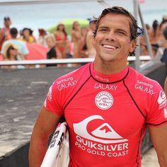 australian surfer and hottie Julian Wilson Julian Wilson, Surfer Guys, World Surf League, Chris Hemsworth, Sexy Men, Surfing, Champion, Samsung Galaxy, Boys