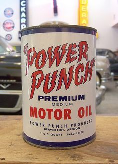 Power Punch Motor Oil can Old Gas Pumps, Vintage Gas Pumps, Vintage Oil Cans, Vintage Tins, Vintage Auto, Old Gas Stations, Oil Industry, Vintage Packaging, Old Signs
