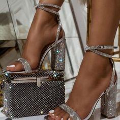 Más de 20 zapatos de baile para usar al salir de casa - Zapatos de fiesta para usar cuando salgas a casa. Dr Shoes, Hype Shoes, Me Too Shoes, Pink Shoes, Aqua Heels, Shoes Sneakers, Shoes Heels Pumps, Canvas Sneakers, Strappy Heels