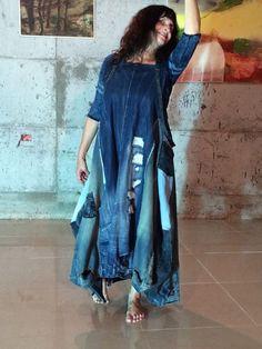 Oooo lovely denim dress by avia reuveni Amo Jeans, Estilo Jeans, Love Jeans, Denim And Lace, Unique Fashion, Fashion Design, Ropa Shabby Chic, Indigo, Denim Ideas