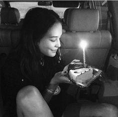 Imagem de courtney eaton, birthday, and camping Courtney Eaton Instagram, Dakota Jones, Good Birthday Presents, Female Character Inspiration, Hailee Steinfeld, Ross Lynch, Summer Photos, Instagram Posts, Courtney Cox