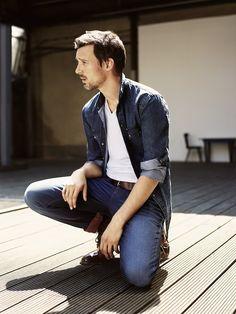 Schauspieler Florian David Fitz modelt für die Männer-Kollektion von dem Jeanslabel Mavi | kalinkakalinka