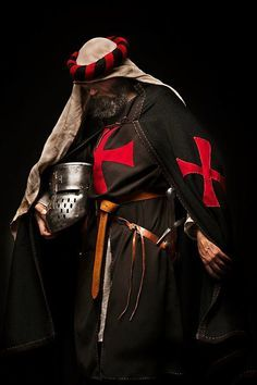 Knights Templar, Sergeant - Sergeants were men of either noble birth or men who were married. They wore the black mantel instead of the white.