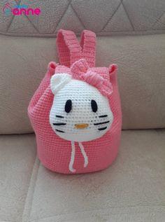 Merhaba en güzel çanta yapılışı ile sizlerin karşısındayız. Hello kitty sırt çantası yapımı bayram yaklaşırken en güzel sırt çantasını küçük hanımefendiler için yapmaya ne dersiniz ? Çanta modeller… Crochet Backpack, Backpack Pattern, Hello Kitty Backpacks, Knitting Patterns, Crochet Patterns, Hello Kitty Themes, Hello Kitty Bag, Baby Supplies, Cardboard Crafts