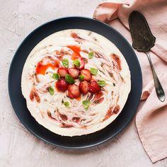 Minttuinen mansikkajuustokakku | K-Ruoka Spaghetti, Baking, Ethnic Recipes, Food, Mascarpone, Bread Making, Meal, Patisserie, Backen