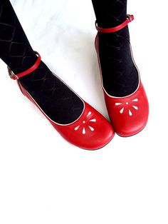 Cute red shoes~adorable!
