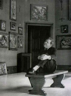 Charles Laughton at The Barnes Foundation, 1940, Philadelphia #museology #museum